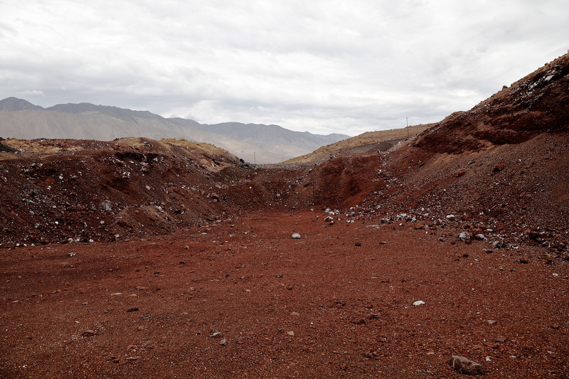 Old Excavation Pit & Sierra Nevada - Red Hill Quarry - Fossil Falls, CA - 2015